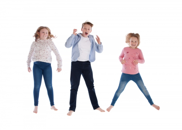 Children-fun-jumping-family-photos-Photographer-Tipperary-Ireland-Ni-Riain-photography-55